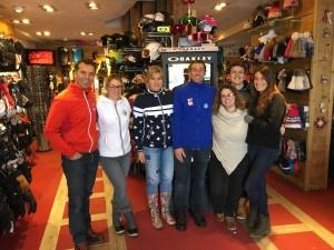 Marc Pirard et une partie de son équipe dans la boutique des Eucherts