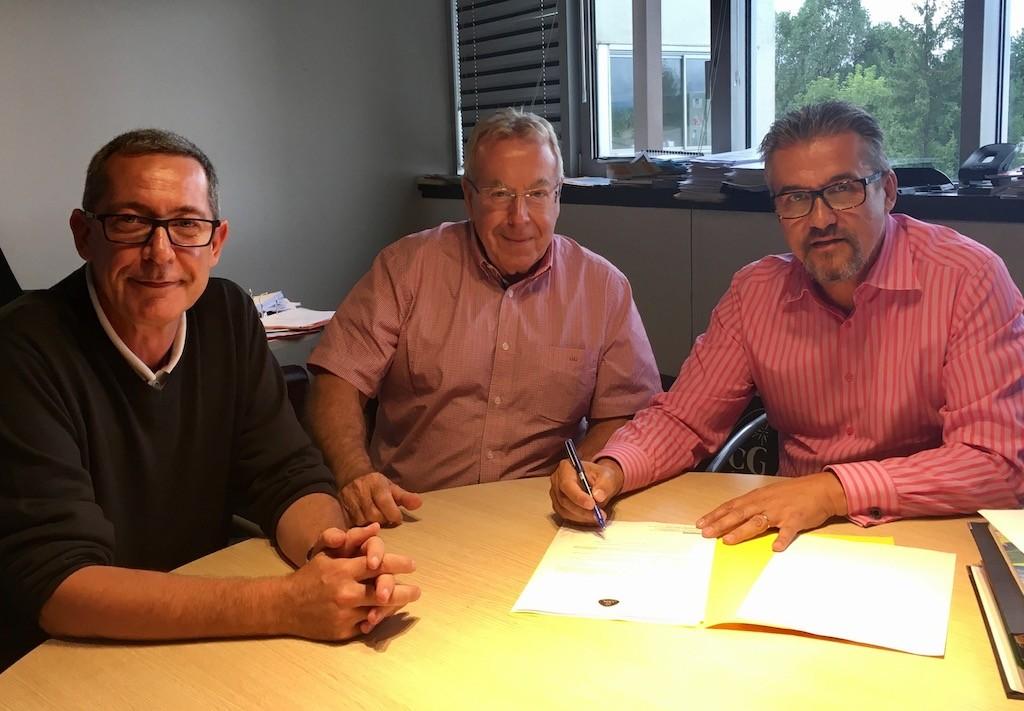 De droite à gauche, Yanick Davière, Jean-Claude Virfeu et Yves Rémy, rassemblés au siège de CGH, le 25 juillet, à Annecy-le-Vieux.