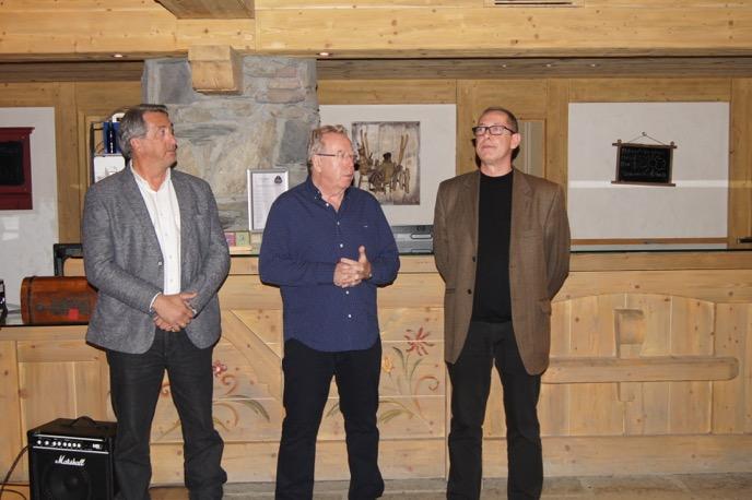 Yves Rémy, responsable des relations propriétaires chez CGH, en compagnie de Jean-Marc Silva, directeur de France Montagnes, et de Jean-Claude Virfeu, président de l'ACCB La Rosière, lors de la soirée Patrimoine du 14 mars.