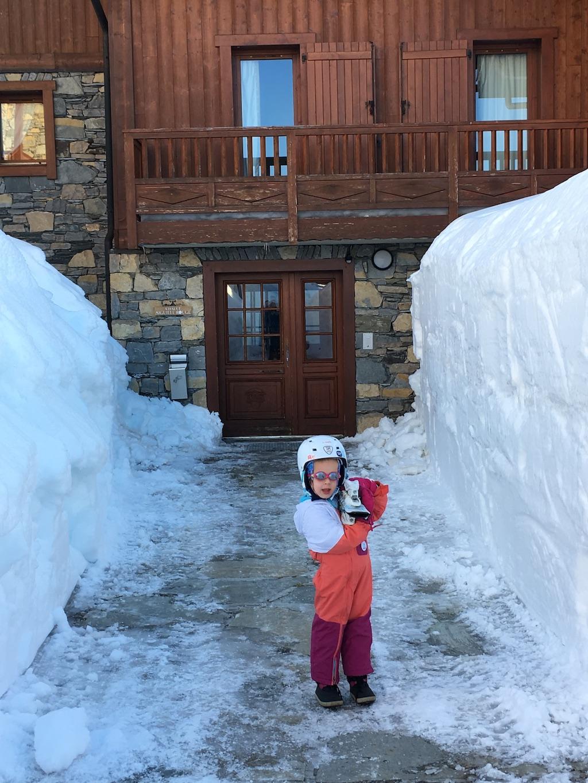Les allées des Cimes Blanches, avec leurs impressionnants murs de neige, rendues aux enfants et aux piétons.
