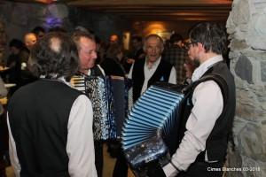 Chanteurs et accordéonistes de la Voix des Alpages ont créé l'ambiance...